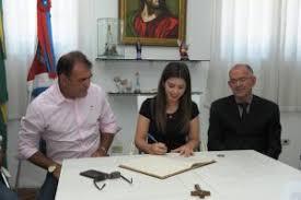 Câmara aprova decreto e prefeita Lorena tira licença maternidade. Vice Celecileno assume segunda feira.