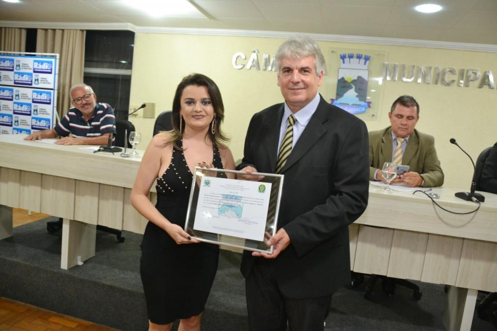 Câmara de Monteiro entrega título de cidadã à Gerente do Armazém Paraíba e aprova título para o Padre Isaías.