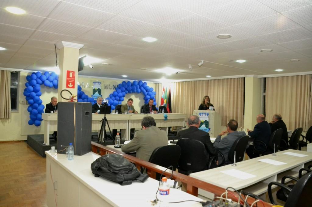Câmara de Monteiro aprova projeto que dá desconto para pagamento de IPTU e outros.