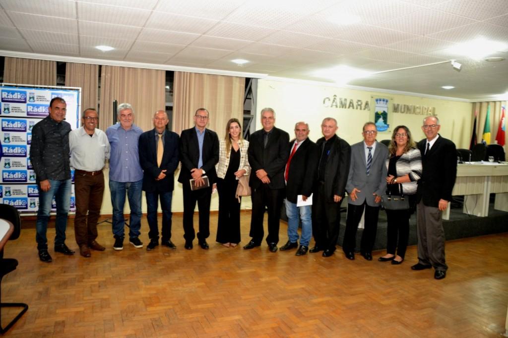 """Com """"Mensagem do executivo"""" e reflexão espiritual, Câmara de Monteiro realiza primeira sessão ordinária de 2020"""