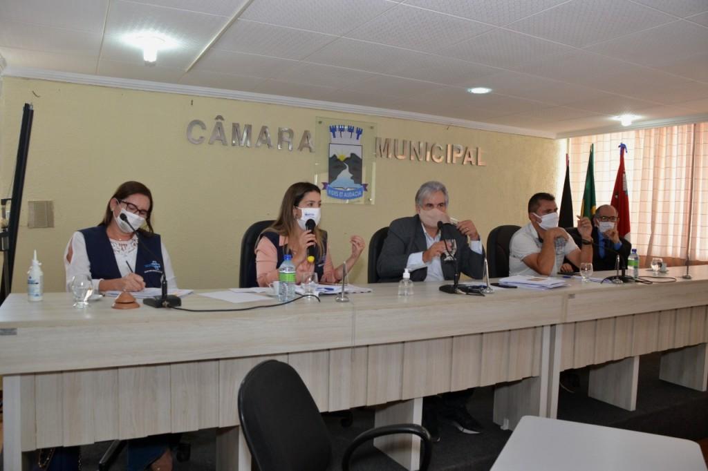 Câmara de Monteiro ouve prestação de contas da prefeita sobre pandemia, e aprova criação de comissão suprapartidária par