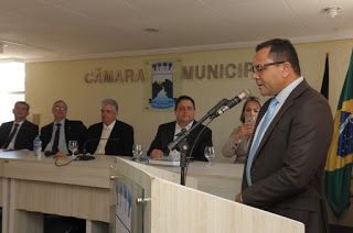 Câmara de Monteiro entrega Moção de Aplauso ao Presidente Nacional da OAB